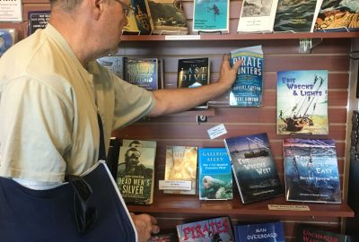 , Summer Reading 2019 // Incredible Books about Naturalists, Diving, and the Ocean